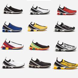 Zapatillas de tela online-2019 Nuevos zapatos de diseñador Zapatillas de deporte Sorrento Zapatillas de deporte de punto Hombre Tejido de tejido elástico Zapatillas sin cordones Zapatos de goma transpirables