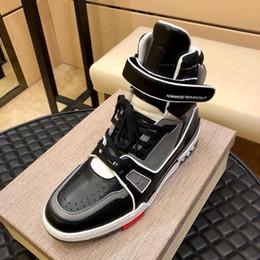 botas de tendência de inverno Desconto Homens Sapatos Casuais Tênis de Alta-Top Caminhadas Outono Inverno Tendência Plana Lazer Casuais Homens Sapatos Botas Zapatos Hombre Trainer Sapatilha Bota Quente