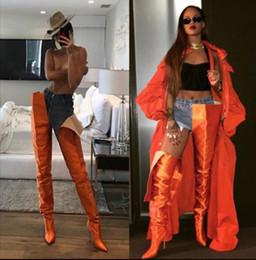 2019 long boots for sale Горячие Sale-Rihanna Сапоги с высокой талией Оранжевый Черный Розовый Фиолетовый Атласный промежность Экстремальные длинные сапоги С острыми носами знаменитости Гладиатор сапоги скидка long boots for sale