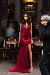 vestiti da partito lungo manica uk Sconti 2019 Sexy scollo a V maniche sirena Prom Dresses Sweep treno Borgogna Abiti da sera lunghi Abiti spaccati laterali