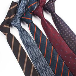 messieurs portent des costumes Promotion Cravate à rayures en polyester pour hommes Accessoires pour hommes Mariage pour hommes d'affaires tenue décontractée Vintage Gentleman costume cravate pour