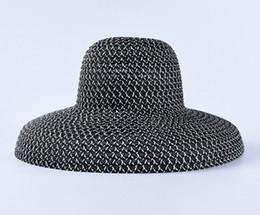 Canada 2019 femelle été voyage vacances pare-soleil plage chapeau chapeau de soleil rétro type de cloche noir et blanc grand chapeau de paille Offre
