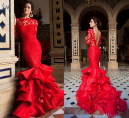Robes de bal rouge sirène en Ligne-2019 Nouveau Designer Lumineux Rouge Long Sirène Robes De Soirée En Dentelle Applique Dos Nu À Volants Volants Robes De Soirée De Bal robes de fiesta