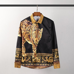 2019 camicie di cotone a maniche lunghe del progettista 2019 primavera nuova moda arrivo leopardo reale corona stampa animale camicia per gli uomini di marca di design abbigliamento cotone manica lunga camicie di cotone a maniche lunghe del progettista economici