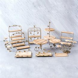 Negozi di cupcake online-Vassoi per dolci in legno per legno Vassoi per dolci in vetro per pane in vetrina Vetrine per esposizione per matrimoni Decorazione per la tavola per feste in metallo Supporto per cupcake in metallo