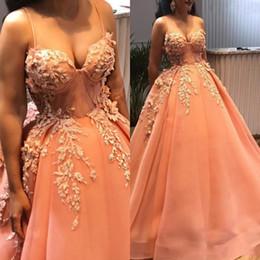 Vestido tamanho laranja on-line-Arábica Arábica Laranja Prom Vestidos Longos 2019 Com Delicado Apliques 3D Flor Frisada Prom Vestidos Querida Plus Size vestido de Baile