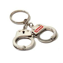 2019 matériaux de porte-clés en gros Gros-marque luxe SUP menottes porte-clés mode porte-clés en stock matériau métallique matériaux de porte-clés en gros pas cher