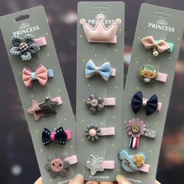 capelli elastici di plastica Sconti Fiori di stoffa fatti a mano in raso con perle Plum girl hairpin Flower boutique accessori per capelli per bambini Accessori per l'abbigliamento natalizio