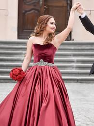 vestido longo sem alças de veludo Desconto 2019 vermelho escuro vestido de baile vestidos de baile barato strapless strass fita de veludo e cetim noite vestidos de festa formal longo