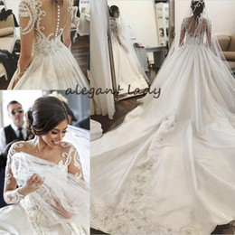 Federblumenbroschen online-Rundhalsausschnitt Lange Ärmel Kapelle Zug Brautkleider 2019 Luxus Spitze Applique Nahen Osten Arabisch Princess Church Royal Brautkleid Schleier