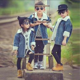 Vaqueros niñas abrigo moda online-niños tapas de la manera de chicas o invierno ropa de los niños chaquetas para los bebés de vestir exteriores de la chaqueta con capucha abrigos 2019 vaqueros