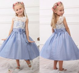 2019 Güzel Beyaz Dantel Çiçek Kız Elbise Düğün Konuk Genç nedime elbise Yaylar Çay boyu Tafta Çocuklar İlk Communion Elbise nereden