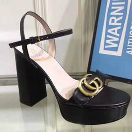 Deve ter marca mulheres plataforma de couro Sandália de salto alto Designer Lady ajustável tornozelo cinta sola de borracha sandália de