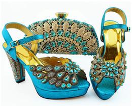 Eleganti décolleté da donna celeste con grande cristallo e perline per scarpe africane abbinate set di borse QSL008, tacco 11,5 cm da