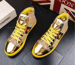 Zapatos de vestir de hombre de oro rojo online-Alta calidad Moda Hombre Alto estilo británico superior Rrivet Shoes Men Causal Zapatos de lujo Rojo dorado azul inferior de goma zapatos de vestir para hombre