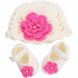 I pattini del cappello del bambino dell'uncinetto hanno impostato online-Fiore pattini delle neonate cappello del Crochet Fotografia Props Set, pattini di bambino Handmade Boutique del bambino, greppia del bambino Sapato Infantil Menina Shoes