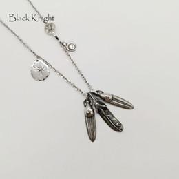 2f1f90629dc4 Black Knight Vintage color plata Indian Eagle Feathers collar colgante para  hombre de acero inoxidable collar de plumas múltiples BLKN0759