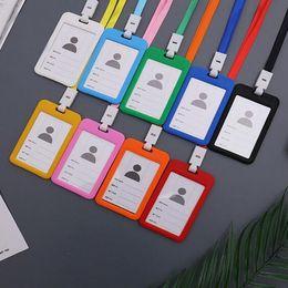 plastikhalter für kreditkarte Rabatt Name Kreditkarteninhaber Frauen Männer Kunststoff Bank Card Umhängeband Karte Bus ID Inhaber Fall Bonbonfarben Identitätsabzeichen mit Schlüsselband