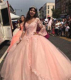 2019 robe corset à encolure carrée Concepteur pêche rose robes de Quinceanera plus la taille robe de bal brillant robe à manches longues en dentelle cendrillon partie de bal Miss Pageant pas cher douce 15 robe