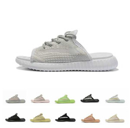 Formes plates en Ligne-2019 sandales de designer V2 True Form Hyperspace Clay Static Static Refective Zebra Bred Femmes Hommes De Luxe Plat Plage Pantoufles Flip Flop
