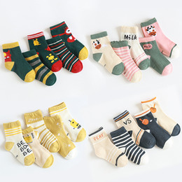Design rohr socken online-Baby-Kind-Socken 8 Design Cartoon Striped beiläufige Sport mittlere Rohr-Socken-Baby-Sockings weiche Socken Kinder Socken 1-12T 07