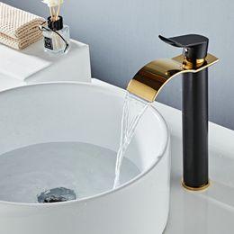 2020 gru in ottone Rubinetto del bagno rubinetto di acqua calda e fredda in ottone in ottone Ottone nero oro rubinetto del bacino rubinetto cascata lavello rubinetto singolo rubinetto sconti gru in ottone