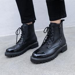 2019 bottes de moto à vent Femelle vent britannique 2019 nouvelles bottes courtes automne bottes pour femmes épaisses avec des sangles avant polyvalent moto femmes bottes de moto à vent pas cher