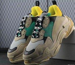 2019 scarpe da tennis di marca degli uomini 2019 Marchio di moda Paris 17FW Triple-S Sneaker Casual Luxury Dad Scarpe per uomo Donna Beige Nero Sport Tennis Scarpe da corsa taglia36--45 scarpe da tennis di marca degli uomini economici