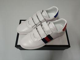 Acampamento adesivos on-line-NOVA Moda sapatos casuais mulheres homem de couro real de alta qualidade ace tênis com 3 adesivos Itália designer de vestido sapatos para venda tamanho 35-46