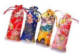 2019 tecido chinês para flores Alongar Flor Com Cordão Bolsa Saco De Brocado Chinês Tecido De Seda Saco De Presente Bolsas de Madeira Pente Colar de Jóias de Armazenamento SN2157 desconto tecido chinês para flores
