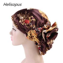 cappellini in satin hijab Sconti Helisopus New Silky Big Flower Turban Cappello di lusso Cancro Capsule chemio Musulmane Berretti in raso Hijab Accessori per capelli