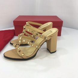 0dd2447883c Boutons de designer pointus talons hauts rivets en cuir verni Sandales pour  femmes cloutées chaussures habillées à lanières valentine chaussures à  talons ...