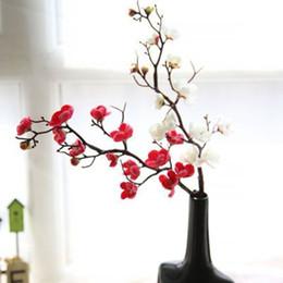 Искусственный цветок цветения сливы онлайн-Шелк Сливы Искусственные цветы Поддельные растения Ветвь дерева Главная Декор стола Свадебные украшения Товары для вечеринок