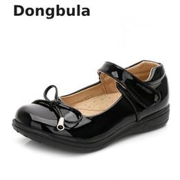 2019 scarpe coreane ragazze bianche nere Scarpe da principessa per ragazze Scarpe estive per bambini Sandali in pelle bianchi Fiori Moda Coreano Bambini Scuola nera piatta scarpe coreane ragazze bianche nere economici