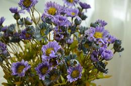 Margaridas azuis das flores artificiais on-line-Flores artificiais flor da margarida cor malacharia simulação outono roxo azul boite drageias de mariage akcesoria KUCHENNE