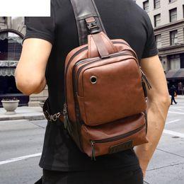 Pacco posteriore in pelle d'epoca online-Backbag a petto d'uomo vintage in pelle PU moda casual Borse a tracolla maschile Back Pack Crossbody Borse Small Sling Single Shoulder Bag