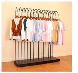 d6fd804ec3ce2 Sergi raf demir sanat giyim raf Giysi rafları kat moda mağaza içinde ekran  rafları Kadın giyim mağazası içinde Moda raf
