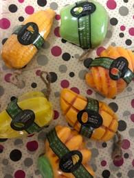 Bain de savon à l'huile essentielle de fleur de œuf de mangue blanc mou hydratant de beaux fruits parfum fait main cadeau ? partir de fabricateur