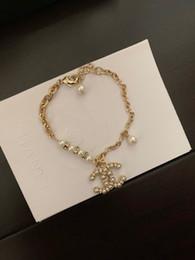 braceletes de ouro branco 24k Desconto marca pérola Jóia da forma nova 2019 de bronze pulseira cadeia carta mulheres gostam de aniversário presente de qualidade superior as mulheres jóias pulseiras 25-40