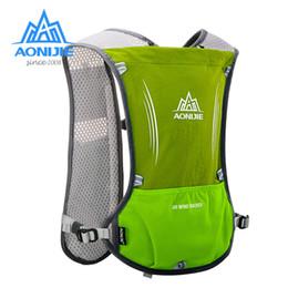 Zaino verde idratazione online-AONIJIE 5L Hydration Running Backpack Zaino Gilet per imbracatura Vescica dell'acqua Escursionismo Campeggio Corsa Maratona Sport Borse verdi