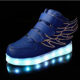 Zapatos de skate de invierno online-2018 niños de invierno zapatos ligeros de carga usb de colores luces intermitentes luminoso niño bebé hembra 2 niños zapatos deportivos