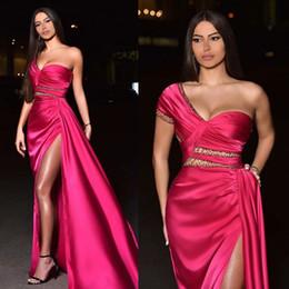 2019 vestidos de fiesta frontales divididos Lado alto de Split riza los vestidos de noche de un hombro manga corta Sexy Vestidos para ocasiones vestido de fiesta de Dubai africana Specail