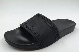Sandalias para caminar online-2019 Mens Casual Air Beach Sandalias antideslizantes Medusa Scuffs Zapatillas Moda Classic Europe Sandalias Slip-on Senderismo Zapatos para caminar 38-46