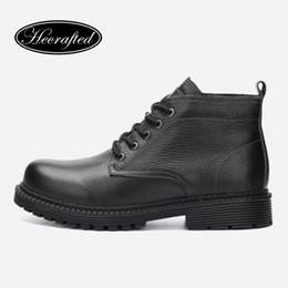 Botas de cowboy quentes on-line-Tamanho 37 ~ 47 homens inverno botas de neve de couro genuíno quente moda artesanal cowboy homens sapatos de inverno