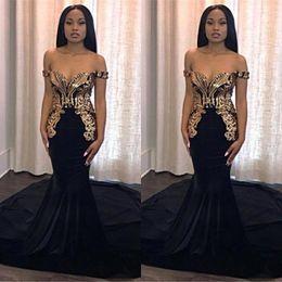 Robes de soirée de bal d'étudiants de sirène noires 2019 avec des appliques d'or élégantes au large de l'épaule longues robes de soirée faites sur commande africaines ? partir de fabricateur