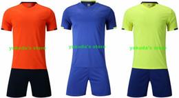 Camisetas de fútbol auténticas online-Económicas y baratas 2019 camisetas de los hombres de la ropa de compra auténtica Ventilador de fútbol Jersey Establece los jerseys con pantalones cortos de fútbol de fútbol Usar ropa ventilador lleva