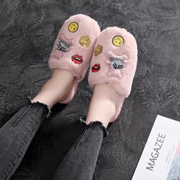 Туфли закрытые для дам онлайн-Cartoon Applique furry plush fur slippers mules womens keep warm winter shoes flats brand babouche round closed toe ladies slide
