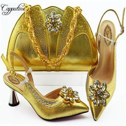 bolso de los zapatos de la boda del rhinestone del oro Rebajas Capputine 2019 Fashion Rhinestone Gold Color Shoes And Bag Set Italian Pretty High Heels Shoes y Bag to Match Set para la boda