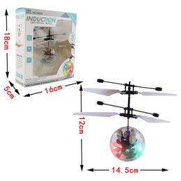 controlador de luz rc Desconto RC Drone Helicóptero Voando Bola Helicóptero de Aeronaves Led Piscando Luz Up Brinquedos de Indução Elétrica Toy sensor Crianças Crianças de Natal 0601849