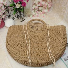 2019 sacs en toile de paille Les femmes à la main vintage sacs de paille Pompon Beach tissage dames lune en forme d'épaule sac femme bourse sacs à main QQA335 sacs en toile de paille pas cher